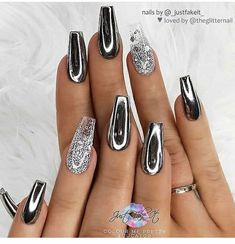chrome nails designs Black with Chrome Effect and Silver Glitter Ombre on Coffin Nails Nail Artist: _justfakeit_ her for more gorgeous nail art designs! Turn on post notification, if you dont want to miss any of my theglitternail posts! Chrome Nails Designs, Chrome Nail Art, Nail Art Designs, Black Chrome Nails, Silver Nail Designs, Fancy Nails Designs, Design Art, Design Ideas, Silver Glitter Nails