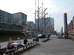 Malreise Hamburg – unser erster Tag in der Hafencity   Malreise Hamburg – unser Motiv die Windjammer und die Silhouette der Hafencity (c) Frank Koebsch