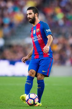 Arda Turan of FC Barcelona passes the ball during the Joan Gamper trophy match between FC Barcelona and UC Sampdoria at Camp Nou on August 10, 2016 in Barcelona, Catalonia.