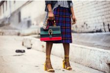 """High-fashion shoes are """"in"""" and they don't have to be uncomfortable. Here is how you can make high fashion shoes comfortable and easy to wear. Foto Fashion, High Fashion, Womens Fashion, Ladies Fashion, Street Fashion, New York Fashion, Moda Floral, Best Street Style, Fashion Angels"""