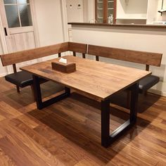 Corner Seating, Dining Room Inspiration, Sofa Chair, Wood Art, Woodworking Plans, Dining Bench, Living Room, Showroom, Space Space