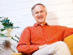 Hellä kosketus muuttaa lapset hyväntahtoisiksi toisiaan kohtaan, Jukka Mäkelä sanoo.