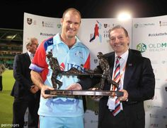 Andrew Strauss holding the stretcher bearers at Cricket, Hold On, Naruto Sad