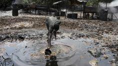 Nigeria, nelle raffinerie illegali di petrolio