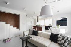 C'est la jolie visite déco du jour... Une maison toute en noir, blanc et bois... Ou presque! Elle est signée Widawscy Studio Architektury... Vous aimez?