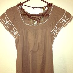 Lovely Embroidered Brown Dress SIZE medium. excellent used condition. Old Navy Dresses