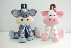 Animais Tema Fazendinha - Centro De Mesa Cow Pattern, Felt Patterns, Felt Toys, Painting Patterns, Felt Animals, Baby Toys, Crochet, Diy And Crafts, Hello Kitty