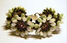 Amy's treasure: Margareta a kedvenc viragom Beaded Bracelet Patterns, Beading Patterns, Beaded Jewelry, Seed Bead Bracelets, Seed Beads, Japanese Jewelry, Beading Tutorials, Bead Weaving, Projects To Try