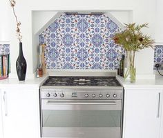 Kitchen - Hand painted Turkish tile backsplash in red and blue, appears to be İznik style (popular between the and centuries) Paris Kitchen, New Kitchen, Kitchen Decor, Kitchen Design, Grand Kitchen, Kitchen Stove, Country Kitchen, Herringbone Backsplash, Kitchen Backsplash