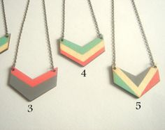 Chevron, collar madera geométrica, pintadas de madera collar, joyería geométrica