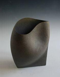 Vases – Home Decor : Ashraf Hanna - Decor Object Ceramic Clay, Ceramic Vase, Ceramic Pottery, Pottery Art, Pottery Sculpture, Sculpture Clay, Ikebana, Earthenware, Stoneware