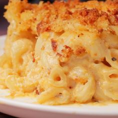 This classic vegan mac and cheese is ultra cheesy, saucy and creamy Topped with breadcrumbs and baked until golden brown and crispy Seriously satisfying - pizza Vegan Dinner Recipes, Vegan Recipes Easy, Veggie Recipes, Whole Food Recipes, Vegetarian Recipes, Cooking Recipes, Vegan Desserts, Vegan Soul Food Recipes, Vegan Cheese Recipes