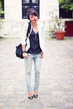 Casual & simple. Love this outfit.