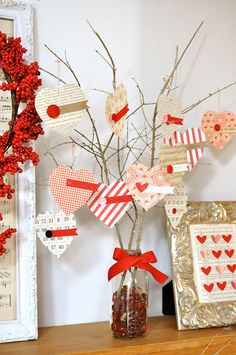 Little Birdie Secrets: love notes valentine tree {valentine's craft} need jar/vase, beads/marbles, twigs, heart cut-outs, ribbon or string Saint Valentine, My Funny Valentine, Valentine Day Love, Happy Valentines Day, Valentine Day Crafts, Valentine Messages, Valentine Ideas, Heart Tree, Love Notes