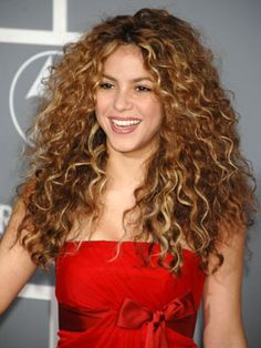 basically every hiarstyle I've ever wanted has existed on Shakira's head