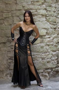 Top Gothic Fashion Tips To Keep You In Style. As trends change, and you age, be willing to alter your style so that you can always look your best. Consistently using good gothic fashion sense can help Mode Steampunk, Steampunk Fashion, Gothic Fashion, Style Fashion, Sexy Outfits, Sexy Dresses, Hot Goth Girls, Gothic Girls, Goth Beauty