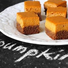 I started this copycat binge looking for pumpkin for Bob.Gingersnap Pumpkin Pie Bites - I will make these at Thanksgiving because Bob loves pumpkin! Fall Desserts, Just Desserts, Delicious Desserts, Dessert Recipes, Yummy Food, Bar Recipes, Dessert Bars, Thanksgiving Desserts, Pastry Recipes