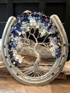 40 Ways To Repurpose Horse Shoe Like A DIY Pro. 40 Ways To Repurpose Horse Shoe Like A DIY Pro. Instead of just hanging it up all plain and lackluster, why not convert it into a nice piece of home decor with these Ways To Repurpose Horse Shoe? Horseshoe Projects, Horseshoe Crafts, Horseshoe Art, Beaded Horseshoe, Horseshoe Ideas, Fun Crafts, Diy And Crafts, Arts And Crafts, Wire Trees