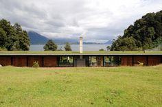 Casa en el lago Rupanco / Izquierdo Lehmann