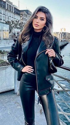 Leather Tights, Leather Leggings Outfit, Sexy Outfits, Girl Outfits, Mode Latex, Leder Outfits, Elegantes Outfit, Pants For Women, Clothes For Women