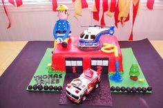 Fête de pompier 3 ans-gâteau fondant sweet table-Sam le pompier Fireman