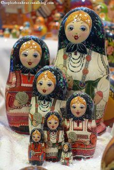Set of 7 nesting dolls