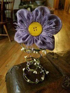 Bed spring with lavender flower Bed Spring Crafts, Spring Projects, Spring Art, Easter Crafts, Christmas Crafts, Christmas Items, Home Crafts, Crafts For Kids, Diy Crafts