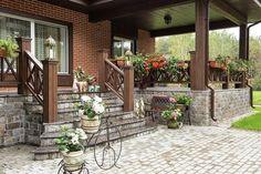 Открытые солнцу: 7 идей дизайна террасы загородного дома