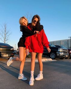bff pic ideas You are in the right place about vsco outfits overalls Here we offer you the most beau Bff Pics, Photos Bff, Friend Photos, Foto Best Friend, Best Friend Fotos, Best Friend Pics, Three Best Friends, Girls Best Friend, Cute Friend Poses
