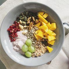 Dobré ráno ☀️ snídaně je určitě moje nejoblíbenější jídlo dne, dobrý start = skvělý den  tak ať to dnes máte taky tak!  #homeforemma #snidanejezaklad #snidane #breakfastlover #iblaursen #mynte #dnessnidam Clean Eating, Healthy Eating, Acai Bowl, Vegan, Breakfast, Recipes, Food, Healthy Crock Pot Meals, Morning Coffee