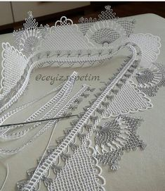 This Pin was discovered by Esm Knitted Doll Patterns, Knitted Dolls, Knitting Patterns, Crochet Doilies, Crochet Lace, Lacemaking, Crochet Borders, Needle Lace, Lace Collar