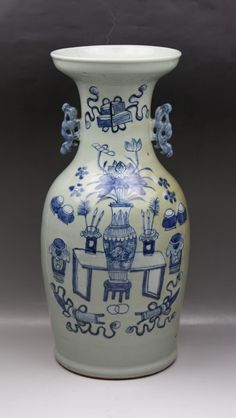 A Chinese Antique Blue White Porcelain Vase