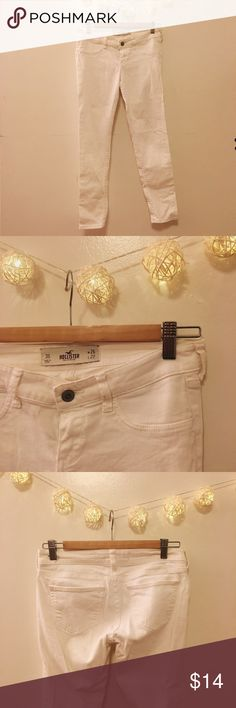 Hollister • White Pants Ankle fit. No front pockets. Size is 3S, w26, l27. Only worn twice! 🚫No Trades🚫 Hollister Jeans