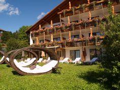 Sonnenverwöhnt entspannen dank Südlage: der Relax-Garten mit Ruheinseln.