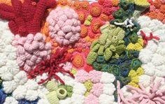 Emily Barletta, una genia del crochet, desde Brooklyn, N.Y.  Se inspira en las formas de la Madre Naturaleza, en éste caso corales tejidos increiblemente, con diferentes técnicas de crochet