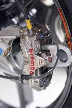 Brake pads separator