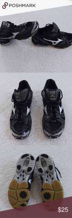 Black & Silver Mizuno Volleyball Shoes Black and silver Mizuno shoes. Have been worn and have signs of wear but are still great to play with. The signs of wear are only artificial, the bottom of the shoes are still great and still provide great comfort for volleyball. Size 8.5 Mizuno Shoes Athletic Shoes