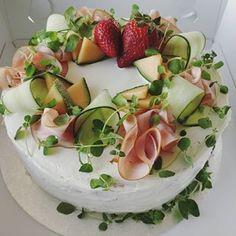 #kinkkuvoileipäkakku #kakku #voileipäkakku  #sandwichcake #hankasalmi Camembert Cheese, Berry, Panna Cotta, Baking, Ethnic Recipes, Instagram, Food, Dulce De Leche, Bakken