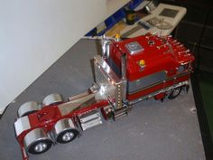 I would like to buy this KW Model . Is it for sale ? or do you have kits or parts ? E- Mail --  lintonpahl@yahoo.com       Thanks Linton.