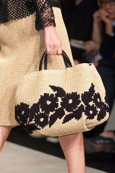 Ermanno Scervino at Milan Fashion Week Spring 2015 – Crochet Bag İdeas. Crochet Tote, Crochet Handbags, Runway Fashion, Trendy Fashion, Milan Fashion, Ermanno Scervino, Milano Fashion Week, Boho Bags, Knitted Bags
