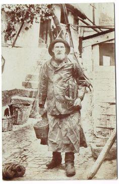 SOCIAL-HISTORY-POSTCARD-NEWLYN-FISHERMAN-CORNWALL-FRITHS-REAL-PHOTO-C-1905