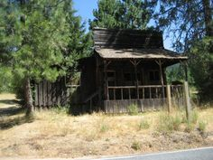 What You'll Discover In These 8 Deserted Oregon Towns Is Truly Grim Oregon Road Trip, Oregon City, Oregon Trail, Road Trips, Great Places, Places To See, Fossil Hunting