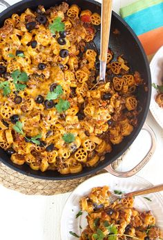 Cheesy Taco Pasta Skillet {ONE POT PASTA} - The Suburban Soapbox Vidalia Onions, Pasta Casserole, Mexican Food Recipes, Ethnic Recipes, Rice Grain, One Pot Pasta, Cooking For One, Cast Iron Cooking, Taco Seasoning