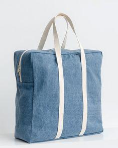 Baggu Safari Bag in Washed Denim - A generously sized canvas bag, sized for overnight trips or big time in. Denim Tote Bags, Diy Tote Bag, Safari, Mens Travel Bag, Diy Handbag, Fabric Bags, Duffel Bag, Hobo Bag, Women's Accessories