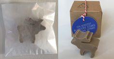 Zeepje in de vorm van een rendier. Tijdens de Kerstdagen vonden gasten dit cadeautje op hun hotelkamer. Het zeepje wordt verpakt in een pergamijnen zakje of kraftpapieren doosje. Cookie Cutters, Kraft Paper