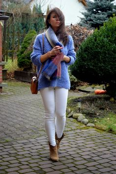I love this color combination, and it's nice to see white jeans in the winter.