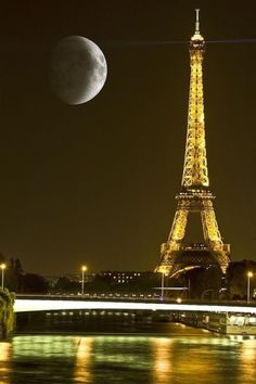 21 Breathtaking Images Of Moon That Will Make You Think If It's Real Or Not Paris, Eiffel Tower, super moon. Because you- Kimberly- really can't have too many pictures of the Eiffel Tower ;PRAYERS FOR PARIS Places To Travel, Places To See, Travel Stuff, Places Around The World, Around The Worlds, Beautiful World, Beautiful Places, Beautiful Moon, Beautiful Pictures