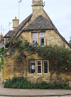 English cottage                                                                                                                                                                                 Mais