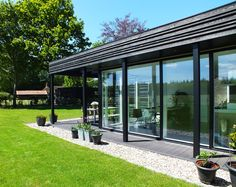 uitbreiding van een Koloniehuis op de Pol architecture extension wood black countryside kolonie thatching roof