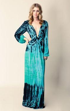 Blu Moon V-Neck Bell Sleeve Dress With Twist. No usually a fan of tie dye but this is really pretty Boho Chic, Bohemian Mode, Bohemian Style, Vestido Tie Dye, Tie Dye Dress, Tie Dye Fashion, Boho Fashion, Moda Tie Dye, Batik Mode